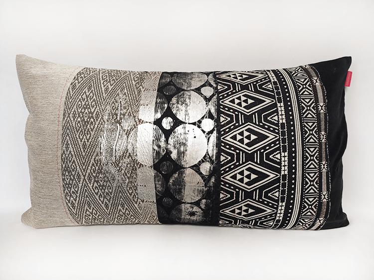 housse-de-coussin-noir-et-blanc-serigraphie-rond-argent