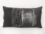 housse-de-coussin-patchwork-noir-et-blanc-serigraphie-argente
