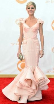 Julie Bowen foi de Zac Posen. Um vestido lindo, super bem modelado, mas que não me agrada com esse volume embaixo.