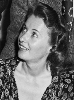 sis-freckles-stanwyck