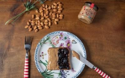 Tip: Mantequilla de almendras de Sisterly Nuts en tus tostadas con mermelada