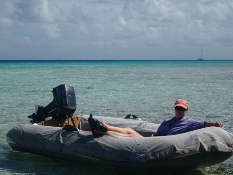 Jackie 'chillin' in the dinghy, anchored within the atoll of Tahanea (Tuamotus in French Polynesia).