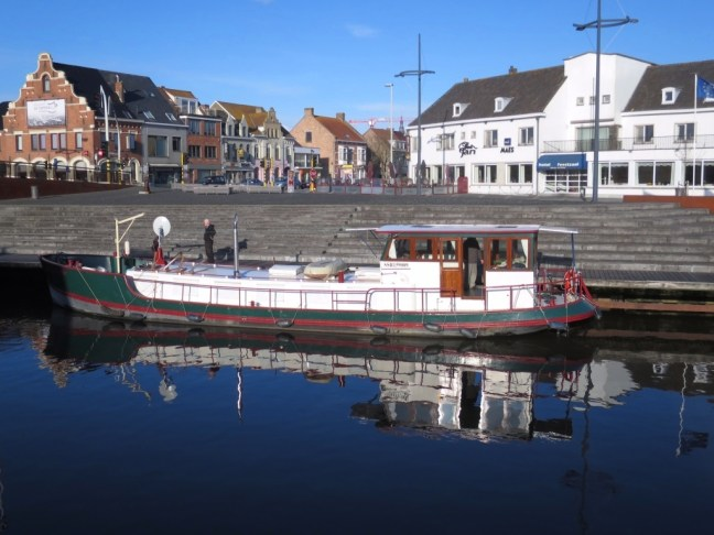 our dutch barge does have nice lines