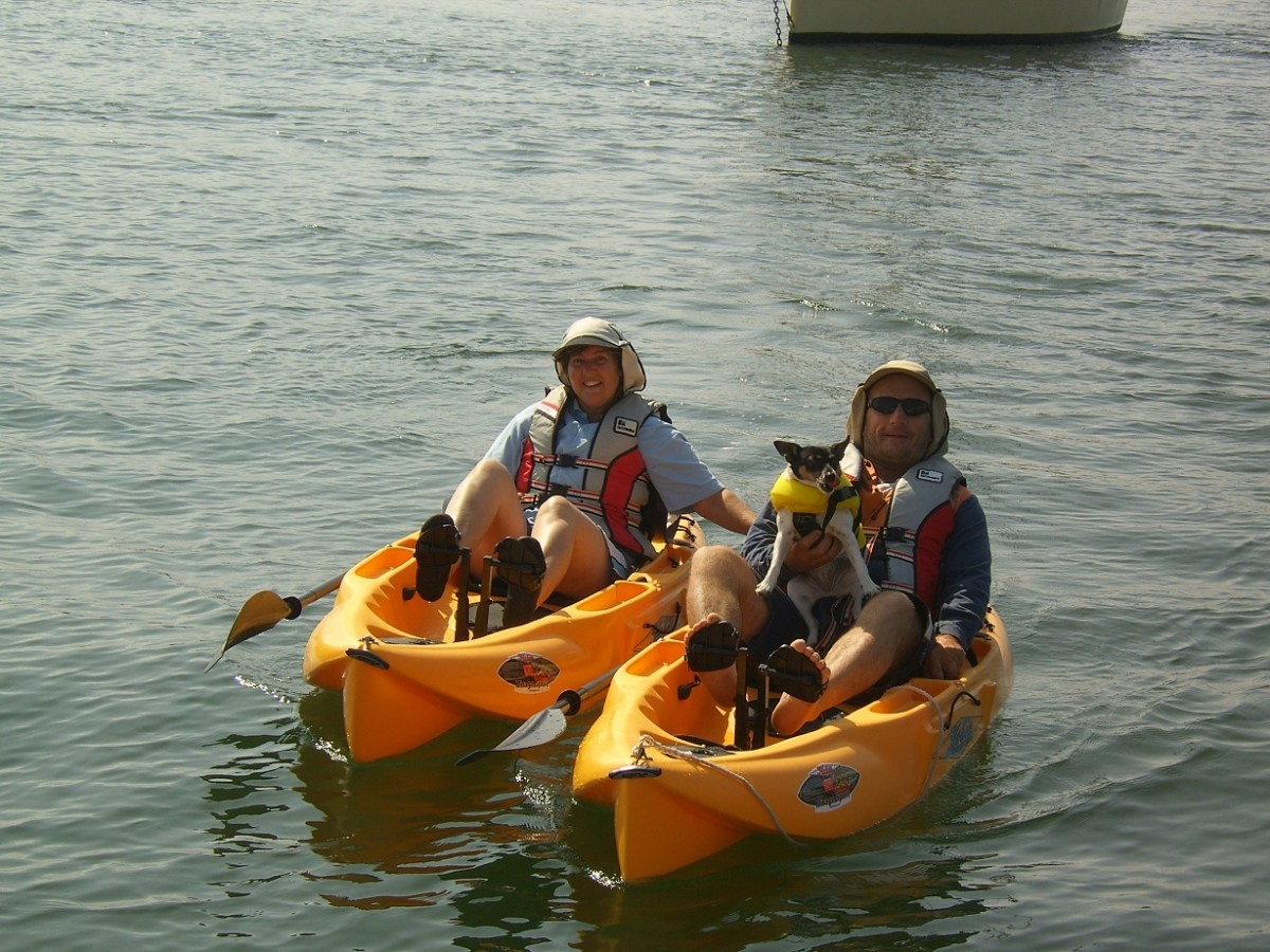 Friends, Mick and Lyn (with Doody), paddle out to say G'day