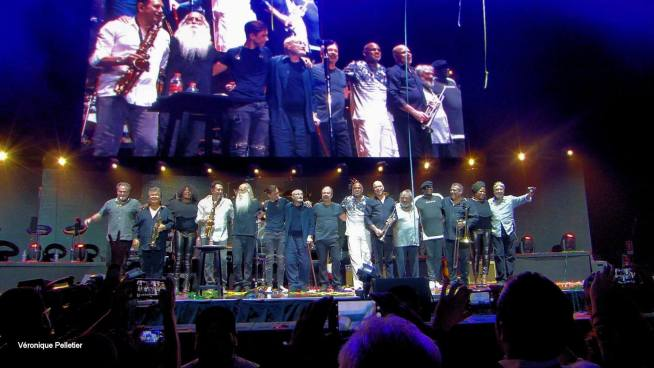 Phil Collins and his band take a bow