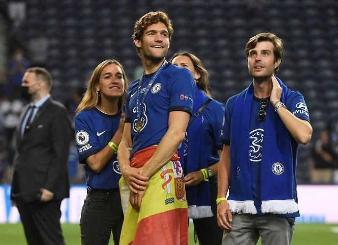 Chelsea's Marcos Alonso surprises unsuspecting fan after Champions League win | GiveMeSport