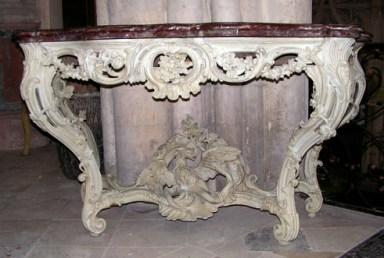 Console 18ème, bois sculpté monochrome