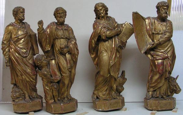 Statuettes dorées avant restauration