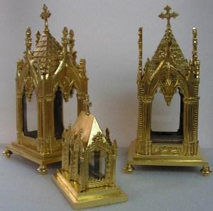 Reliquaires métalliques dorés à la feuille