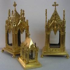 Reliquaires en métal dorés à la feuille