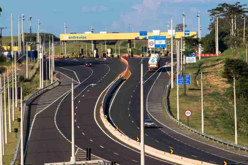 Rodovia praça de pedágio estrada brasil