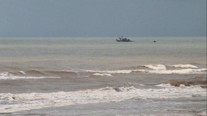 Guriri em São Mateus: local onde Marinha confirmou que chegaram os primeiros fragmentos de óleo no ES — Foto: Reprodução/TV Gazeta