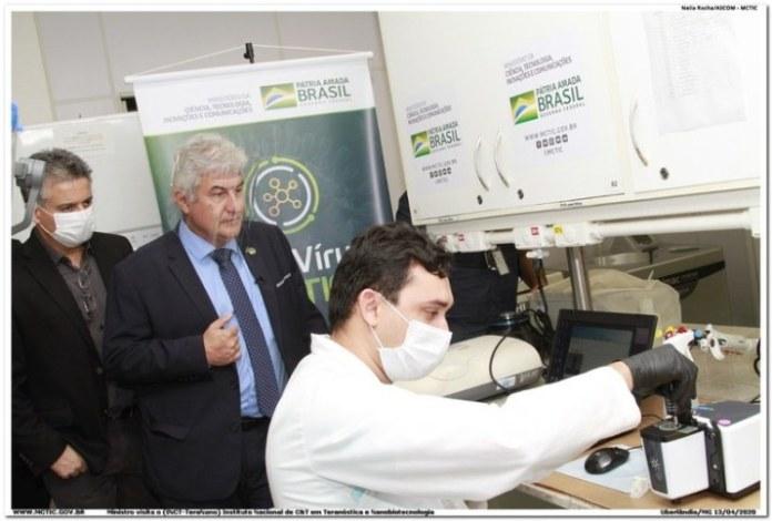 Ministro Marcos Pontes acompanha trabalho dos cientistas no INTC TeraNano, em Uberlândia, Minas Gerais.