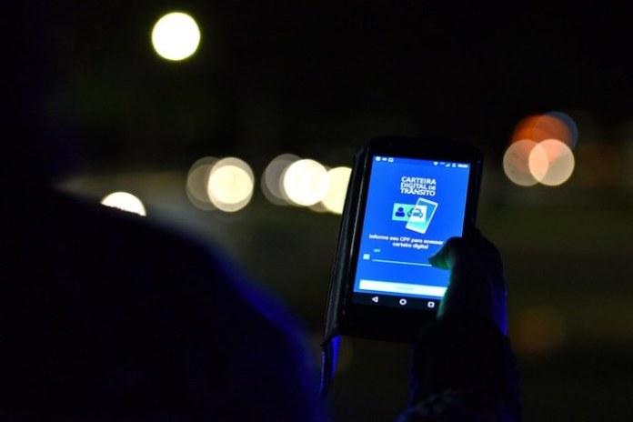 Para obter o CRLV digital é preciso baixar o aplicativo Carteira Nacional de Trânsito  (CNT)