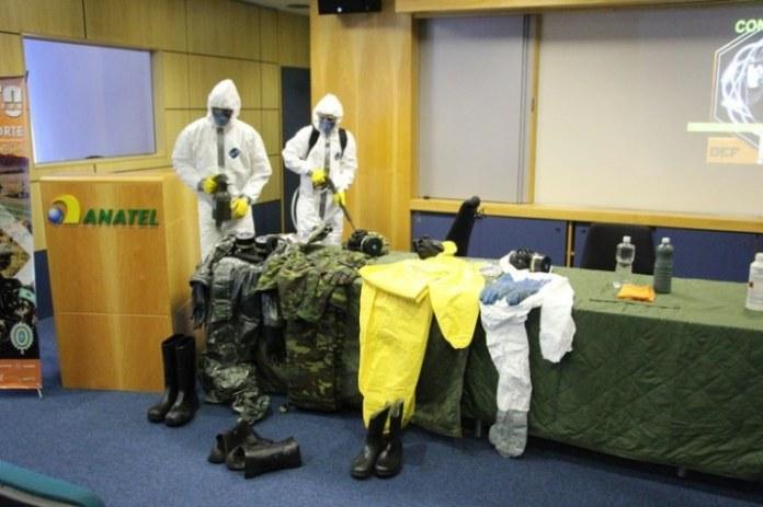 Militares fazem descontaminação de órgão público
