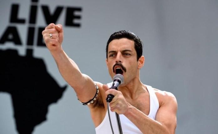 Rami Malek como Freddie Mercury em cena de Bohemian Rhapsody - Foto: Reprodução/YouTube