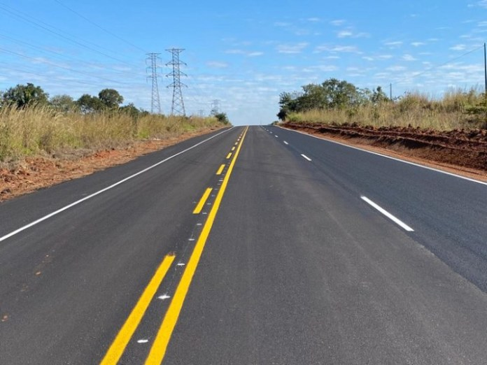 Governo entrega 16 quilômetros de terceira faixa na BR-262/MS
