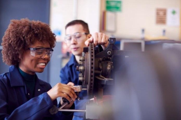 MEC autoriza 645 mil vagas de cursos técnicos em instituições privadas de ensino superior