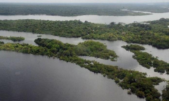 Regularização fundiária dará ao proprietário o dever de preservar o meio ambiente, diz Mourão
