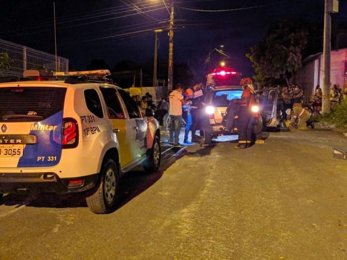 Bombeiros tentaram resgatar homem que foi atropelado nesta sexta (27), mas ele não resistiu e morreu no local. — Foto: Álvaro Queiroz/TV Gazeta