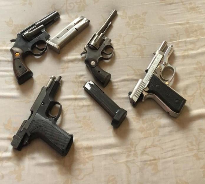 Agentes apreenderam armas ao cumprir mandados em MS — Foto: PF/Divulgação