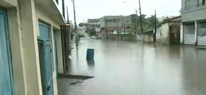 Rua fica alagada em Linhares, ES