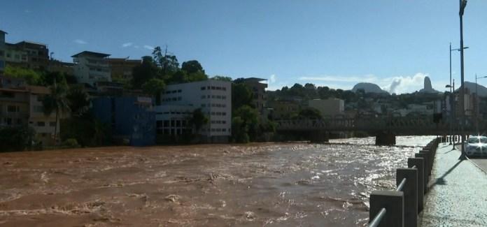 Nível do Rio Itapemirim subiu quase três metros