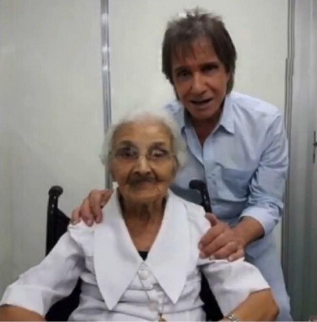 Freira que ensinou Roberto Carlos a ler e escrever morreu e ganhou homenagem do cantor — Foto: Reprodução/Instagram