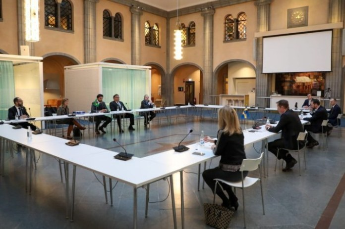 Missão internacional visita sede da Ericsson