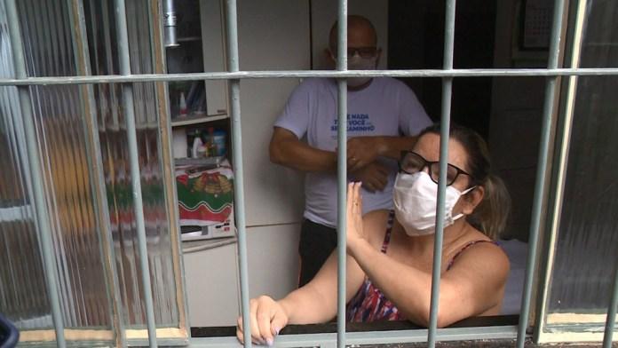 Família ficou presa dentro de casa após o acidente