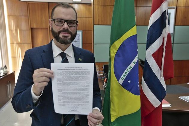Brasil adere à iniciativa internacional contra crimes na indústria pesqueira