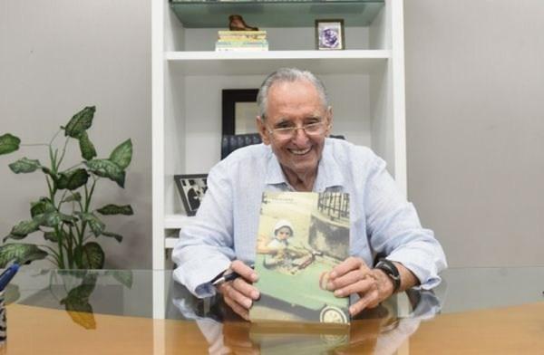 Cariê Lindenberg encontrou outra paixão, a literatura — Foto: Vitor Jubini/A Gazeta