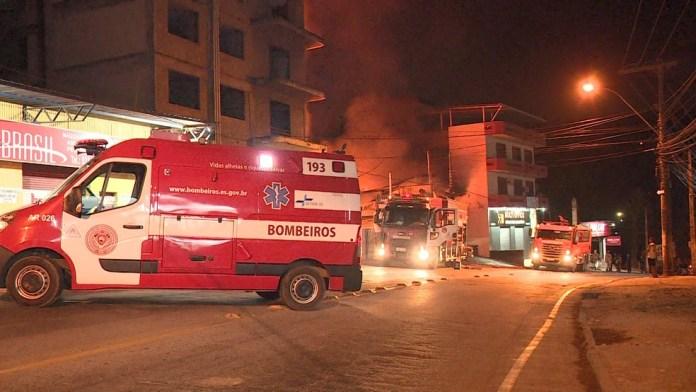 Bombeiros conseguiram controlar as chamas após quatro horas de trabalho.