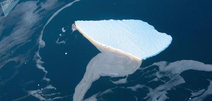 Iceberg se desprende da plataforma Amery, na Antártica.
