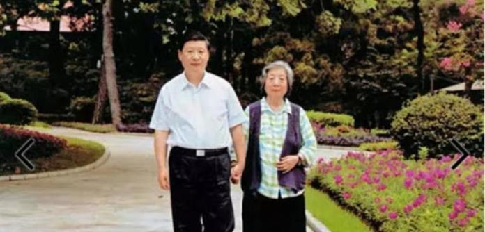 Xi Jinping e sua mãe