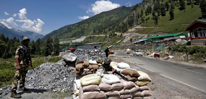 Tropas indianas na fronteira entre Índia e China