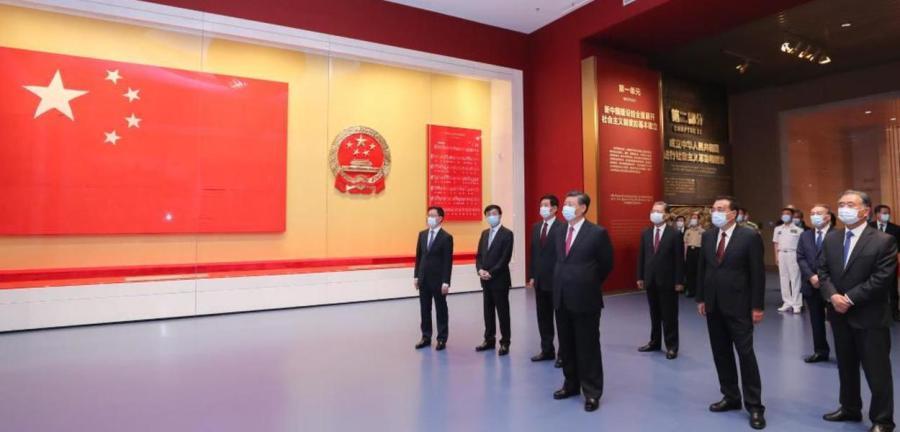 Xi Jinping em visita à exposição sobre o centenário do Partido Comunista da China