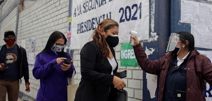 Peruanos voltam às urnas para decidir futuro presidente