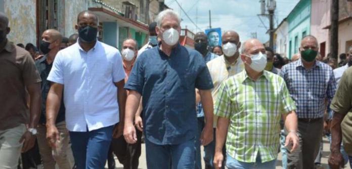 Presidente de Cuba Miguel Díaz-Canel visita a região que registrou protestos