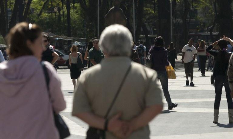 População brasileira chega a 213,3 milhões de habitantes, estima IBGE