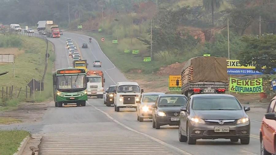 Trânsito pesado na BR-381, saída para o Espírito Santo — Foto: Reprodução/TV Globo