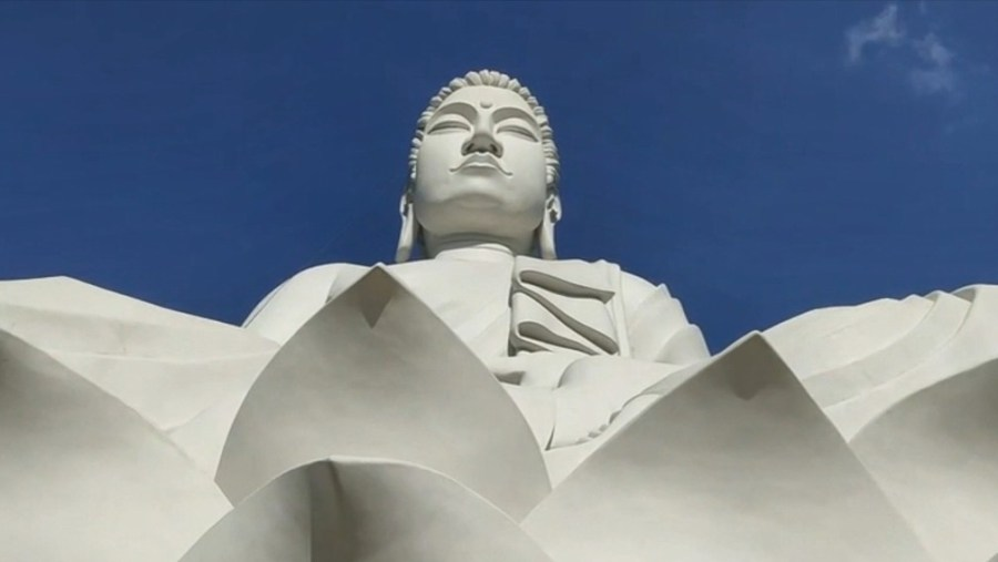 Estátua de Buda gigante é inaugurada em Ibiraçu, ES — Foto: Reprodução/ TV Gazeta