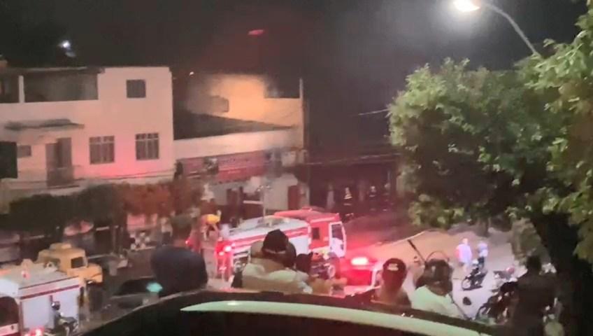 Corpo de Bombeiros demorou cerca de quatro horas para combater as chamas