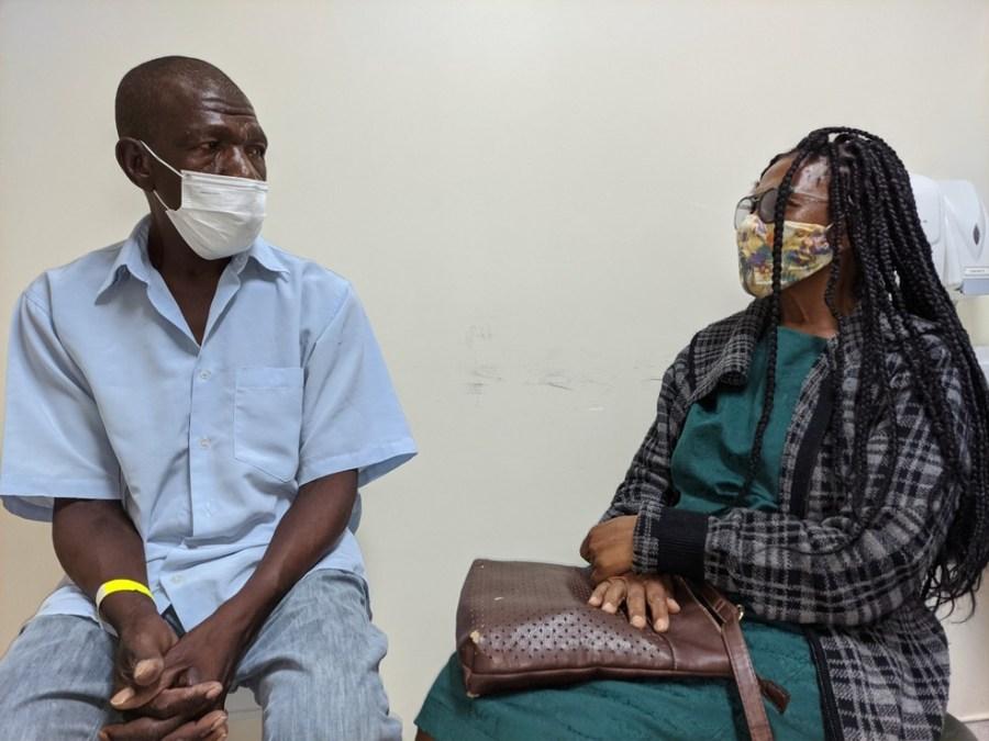 Após 24 anos, morador de rua e irmã se reencontram em hospital do ES — Foto: Divulgação/Assessoria HEC
