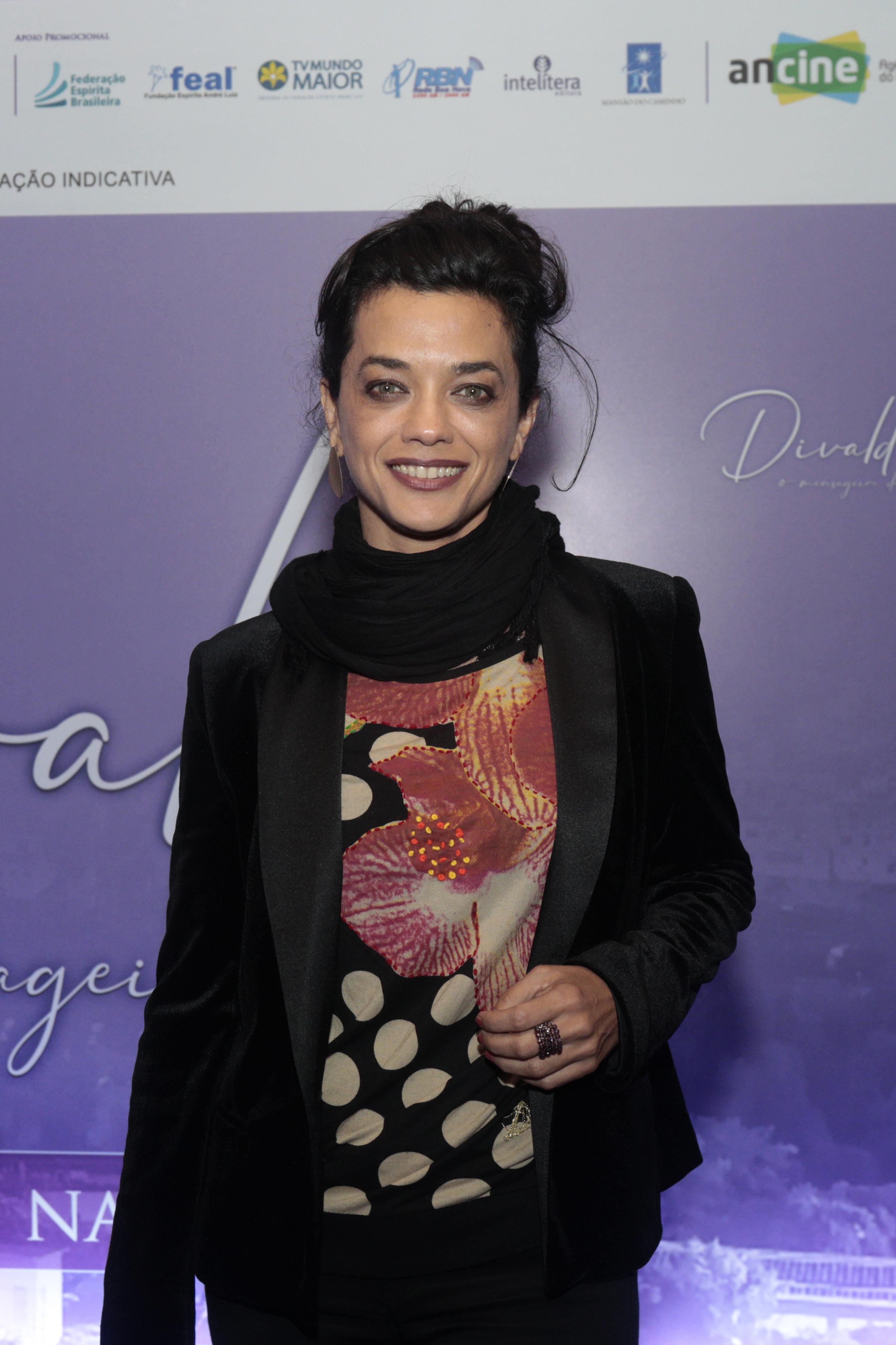 """Ana Cecília Costa Atriz divaldo franco prestigia pré-estreia de """"divaldo – o"""