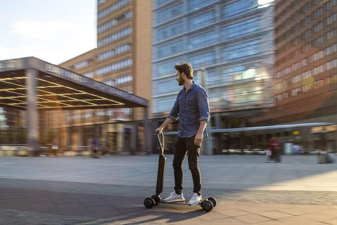 Scooter trottinette e-tron audi skateboard
