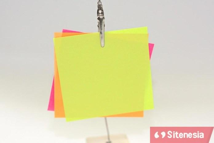 Ilustrasi Gambar Cara Menggunakan Catatan Kertas Tempel (Sticky Notes) Dalam Membaca Dan Belajar Untuk Produktivitas