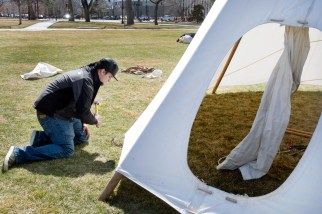 Mateo Parsons '19 hammers down a stake to help CC's Native American Student Union members and facilities employees put up the NASU tipi on the newly named Tava Quad for the CC powwow in March. Photo by Vivian Nguyen '20