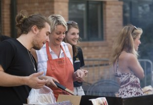 President Jill Tiefenthaler joined members of the Carnivore Club Sunday when they grilled free hamburgers at McHugh Commons for hungry students. Photo by Rachel Delley '20