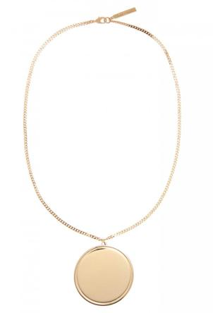 Um colar medalhão cego com revestimento de ouro, Givenchy.